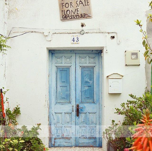 Louise Roe de vacaciones en Marbella visita La Sala