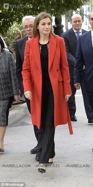 La reina Letizia visita un hospital en Madrid