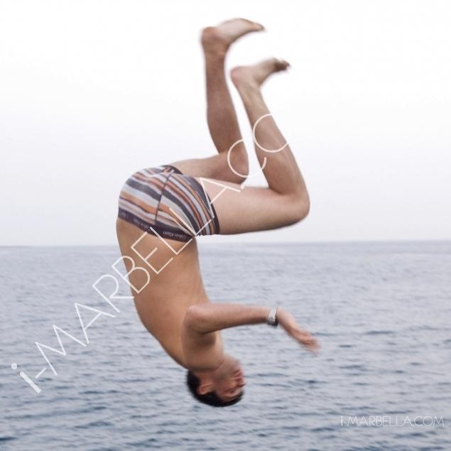 GALERÍA:Las fiestas de barcos en Marbella empieza con un chapuzón