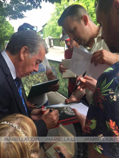 Manolo Santana continúa la celebración de 50 años de Wimbledon Triumph
