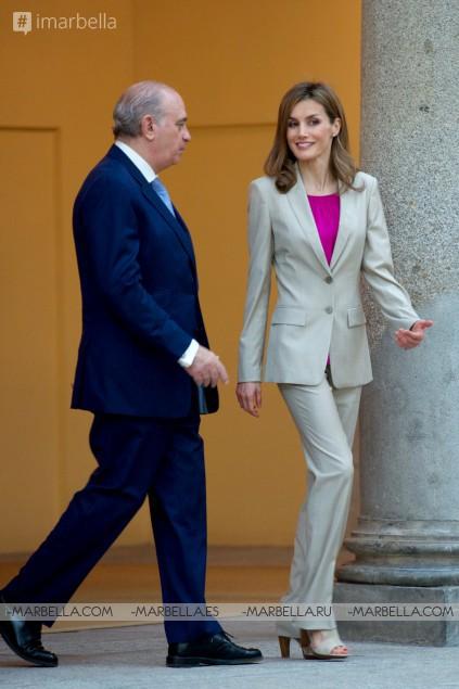 ¡Los pantalones fancy de la reina! Todo sobre el estilo chic y fácil de la reina Letizia
